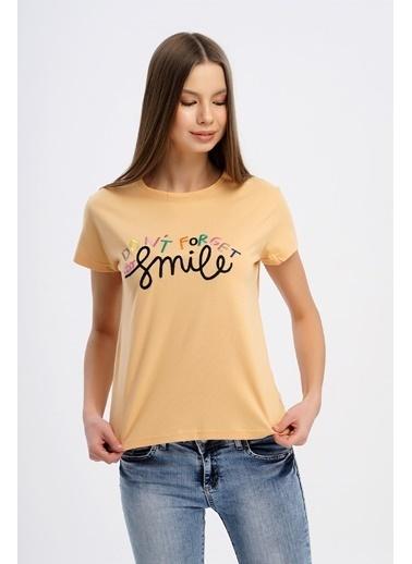 Nismia Renkli Nakışlı Basic Tshirt Somon